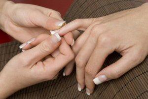 Handmassage: Stimulation der Handreflexpunkte