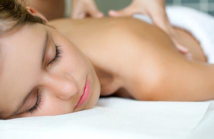 Sinnliche Massage: Durchführung, Anwendung, Hilfsmittel