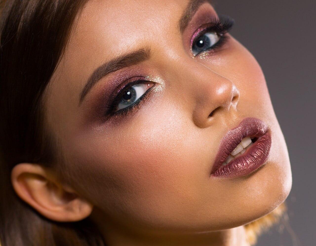 Straffere Haut ohne Operation – mit diesen Tipps kein Problem